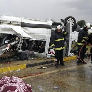 14 Tote im Westen der Türkei: Ein Reisebus ist in Balikesir verunglückt. Unser Einsatzkräfte-Symbolbild wurde 2017 bei einem Unfall nahe Antalya geschossen.