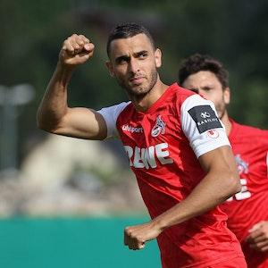 Ellyes Skhiri jubelt im DFB-Pokal gegen Carl Zeiss Jena für den 1. FC Köln.