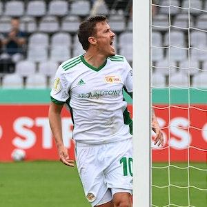 Max Kruse jubelt über seinen entscheidenden Treffer im Pokalspiel gegen Türkgücü München.