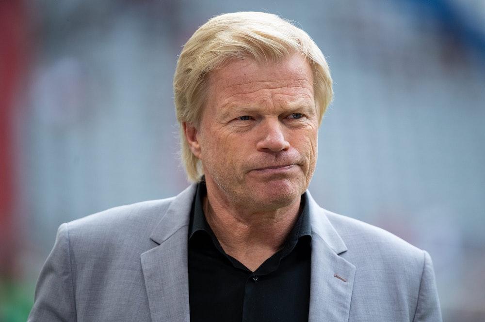 Il CEO del Bayern Monaco Oliver Kahn entra all'Allianz Arena di Monaco prima del test match contro il Napoli.