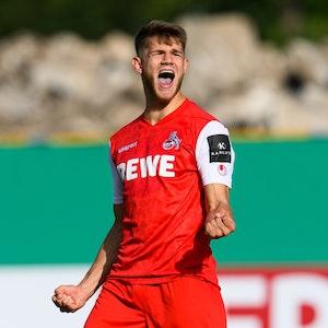 Kölns Jan Thielmann jubelt nach seinem verwandelten Elfmeter.