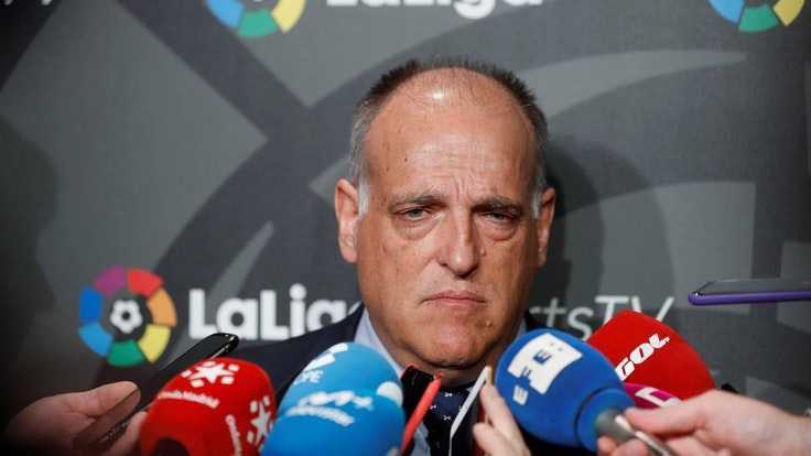 Javier Tebas spricht bei einer Pressekonferenz.