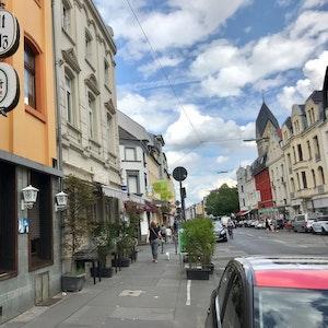 """Die Kneipe """"Alt Sülz"""" auf der Berrenrather Straße in Köln."""