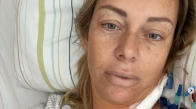 """""""Goodybe Deutschland""""-Star Julia Holz meldet sich kurz nach der Krebs-OP bei ihren Fans aus dem Krankenhausbett."""