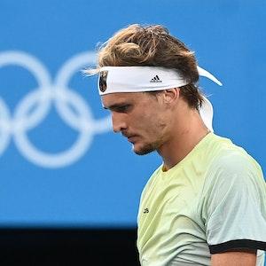 Alexander Zverev beim Olympia-Finale gegen Karen Abgarowitsch Chatschanow nach einem Ballwechsel.