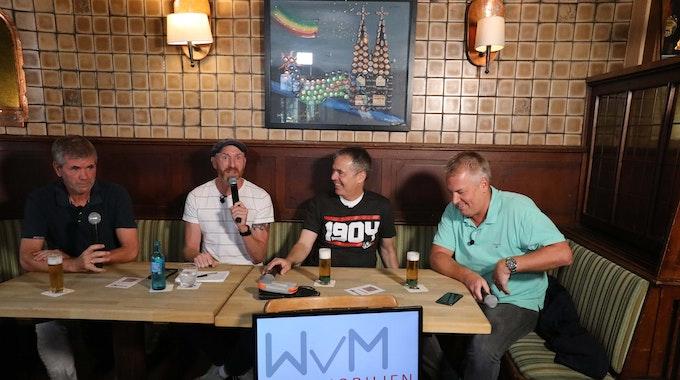 Friedhelm Funkel mit Martin Schopps, Andreas Rettig und Marcel Schwamborn.