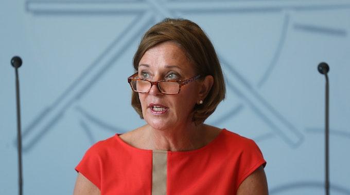 NRW-Schulministerin Yvonne Gebauer gibt eine Pressekonferenz zum Schuljahr.