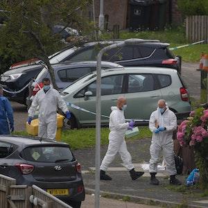 Ermittlern sicher Spuren am Tatort im englischen Plymouth.