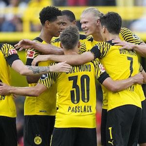 Der BVB schlägt Eintracht Frankfurt mit 5:2.