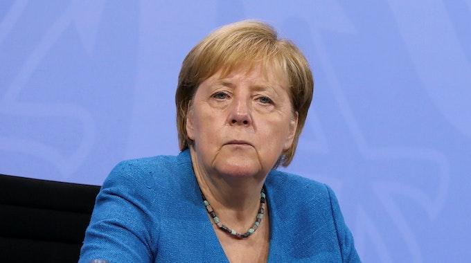 Bundeskanzlerin Angela Merkel (CDU) nimmt am 10. August an einer Pressekonferenz nach der Ministerpräsidentenkonferenz teil. In diesem Jahr geht ihre Kanzlerschaft zu Ende.