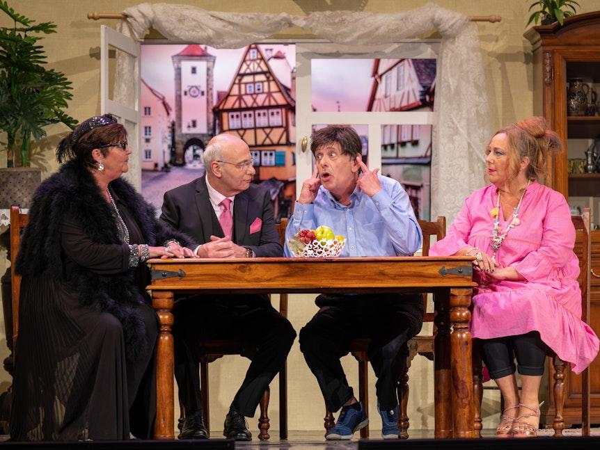 Premiere von KUMEDE 'Schläch höre kann hä jot'. Theaterstück in der Volksbühne.