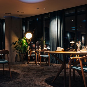 Der Gäste-Bereich im Kölner Zwei-Sterne-Restaurant Ox & Klee.