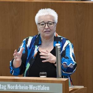 Sigrid BEER, Fraktion Buendnis 90/die Gruenen, bei ihrer Rede zum Thema NRW braucht eine Personaloffensive für mehr Bildungsgerechtigkeit