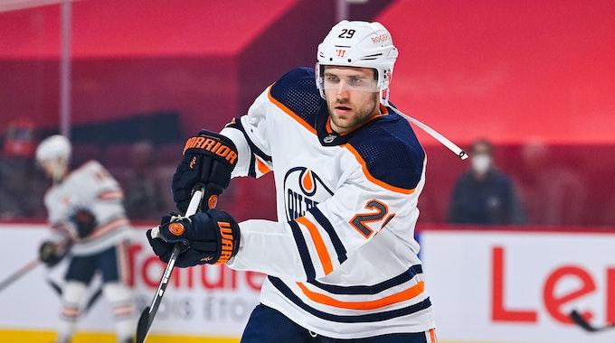 Edmonton Oilers Leon Draisaitl aus Deutschland in Aktion während des Aufwärmens.