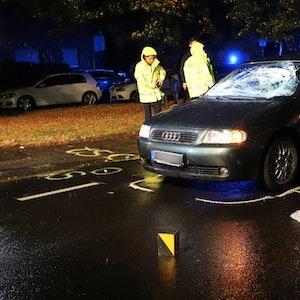 Autofahrer fährt in Spielmannszug (hier der Polizeieinsatz vom 26. September 2020) in Mönchengladbach: Nach dem Prozess vorm Amtsgericht bekam der Mann auf der Anklagebank Sechs Monate auf bewährung.