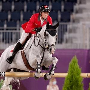 Pferdesport/Springen: Olympia, Vorkampf, Mannschaft, Qualifikation im Equestrian Park. Martin Fuchs aus der Schweiz auf Clooney. +++ dpa-Bildfunk +++
