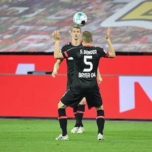 Sven Bender und Lars Bender beim Spiel Bayer 04 Leverkusen - Borussia Mönchengladbach.