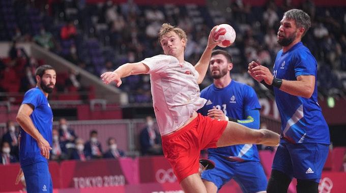 Mathias Gidsel trifft für Dänemark gegen Frankreich.