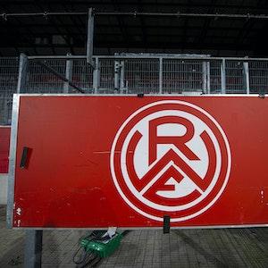 Emblem von Rot-Weiss Essen am Stadion an der Hafenstraße.