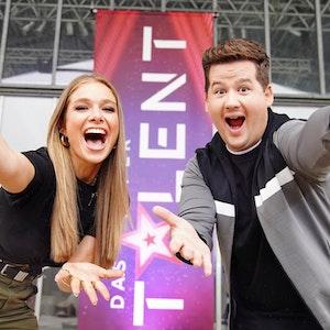 Lola Weippert und Chris Tall moderieren das Supertalent 2021 auf RTL.