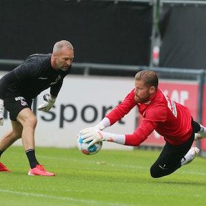 Uwe Gospodarek und Timo Horn (1. FC Köln) bei der Arbeit im Training.