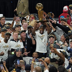 Siegerehrung der Milwaukee Bucks nach dem Sieg gegen die Phoenix Suns im NBA-Finale.