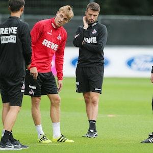 Timo Hübers (1. FC Köln), hat das Training nach dem Aufwärmen beendet.