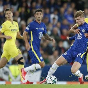 Raul Albiol von Villarreal fordert Timo Werner von Chelsea.