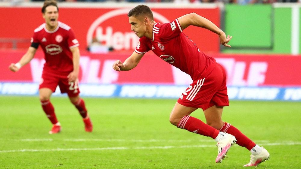 Kristoffer Peterson jubelt für Fortuna Düsseldorf gegen Holstein Kiel.