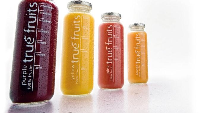 Smoothie-Flaschen von True Fruits. Flaschen mit AfD-Aufdruck sorgen aktuell für Diskussion im Netz.