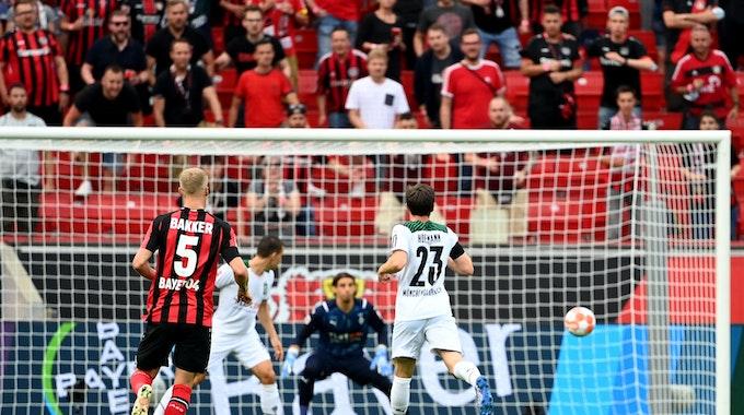 Der Rheinland-Gipfel im Ticker: Stindl scheitert in Leverkusen vom Punkt, Borussia klar hinten