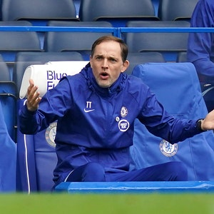 Thomas Tuchel, Trainer vom FC Chelsea, gestikuliert von seinem Platz aus.