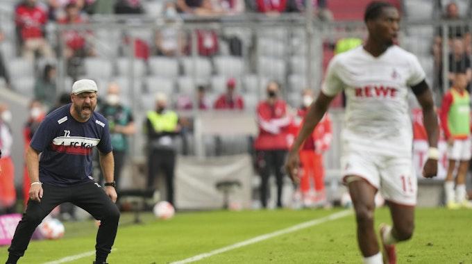 Steffen Baumgart brüllt Kingsley Ehizibue etwas hinterher.