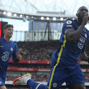 Romelu Lukaku und Kai Havertz bejubeln ein Tor gegen Arsenal.