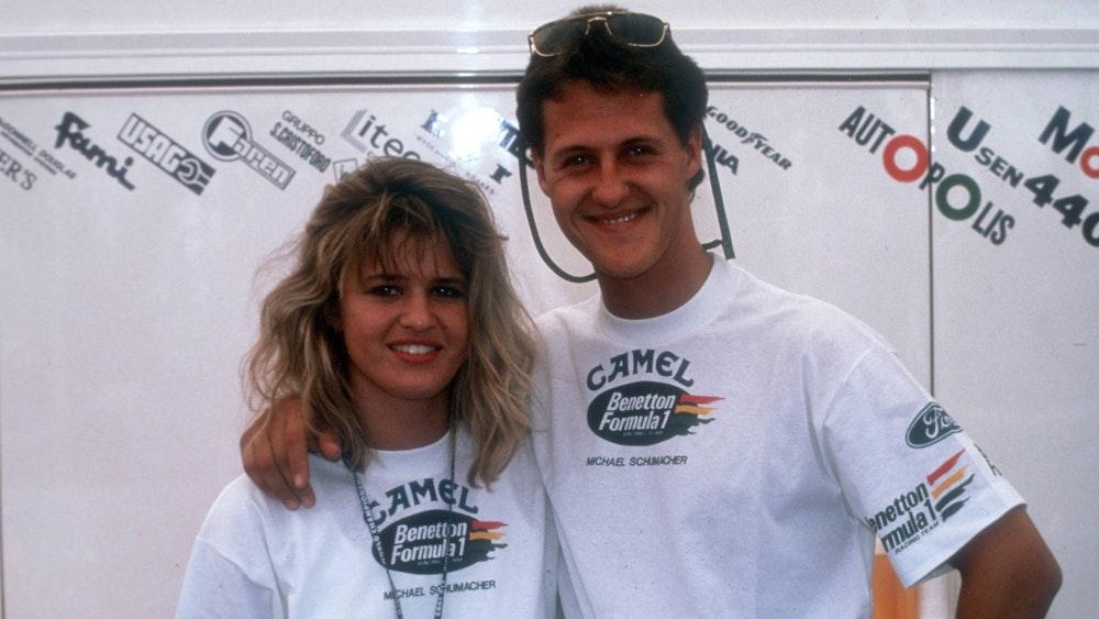 Michael Schumacher (Benetton) mit seiner Freundin Corinna Betsch.