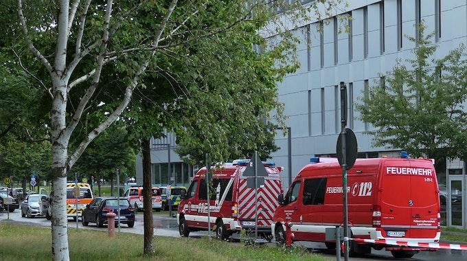 Weiträumig abgesperrt ist das Areal um das Gebäude L201 auf dem Campus der Technischen Universität in Darmstadt.