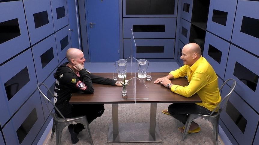Melanie Müller mit ihrem Ehemann Mike im Aktionsraum der Raumstation von Promi Big Brother.