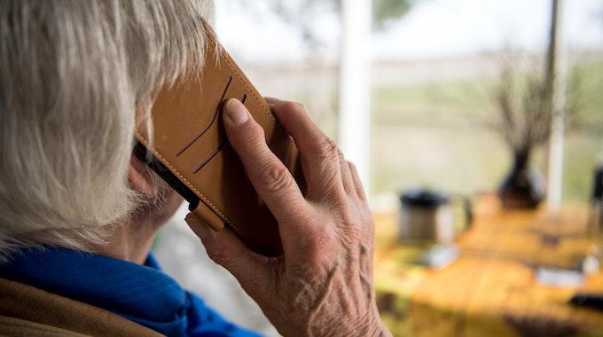 Die Rentnerin erhielt kurz darauf einen Anruf von einer freundlichen Frauenstimme (hier ein Symbolfoto).