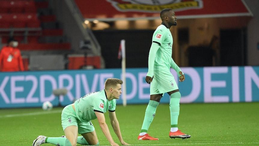 Matthias Ginter Borussia Moenchengladbach, dahinter Marcus Thuram Borussia Moenchengladbach 08.11.2020