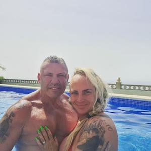 Andreas und Caroline Robens, hier beim gemeinsamen Planschen auf Mallorca, bekommen ungeplanten Nachwuchs.