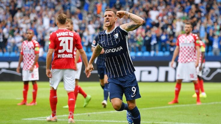 Simon Zoller (VfL Bochum) feiert sein Tor gegen FSV Mainz 05.