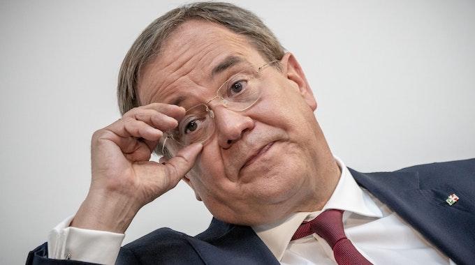 CDU-Kanzlerkandidat Armin Laschet am 24. August 2021 bei einer Podiumsdiskussion in Berlin. Sollte die Union bei der Bundestagswahl eine Niederlage kassieren, drohen CDU und CSU Flügelkämpfe, sagt der Parteienforscher Oskar Niedermayer.