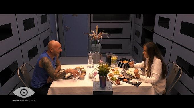 """Paco Steinbeck und Janine Pink bei ihrem """"Promi Big Brother"""" 2021 Live-Date"""