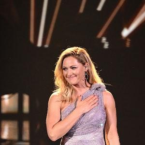 """Sängerin Helene Fischer steht bei der TV-Spendengala """"Ein Herz für Kinder"""" im Dezember 2020 auf der Bühne."""