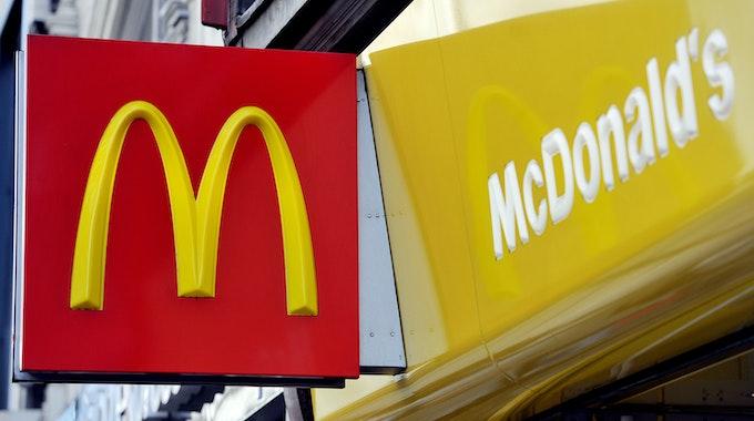 Das McDonald's-Logo ist an der Fassade einer Londoner Filiale zu sehen, aufgenommen im Januar 2016.