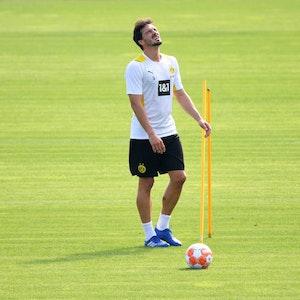 Mats Hummels verzieht das Gesicht beim Training von Borussia Dortmund.