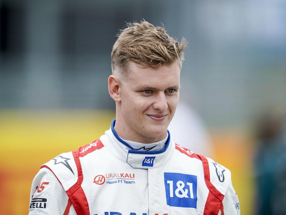 Mick Schumacher aus Deutschland vom Team Haas nimmt an der Präsentation des Formel-1-Autos 2022 teil.