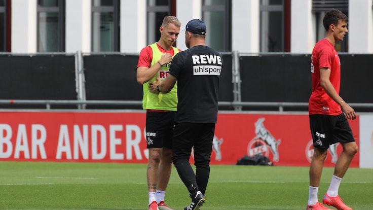 Ondrej Duda (1. FC Köln) und Trainer Steffen Baumgart unterhalten sich.