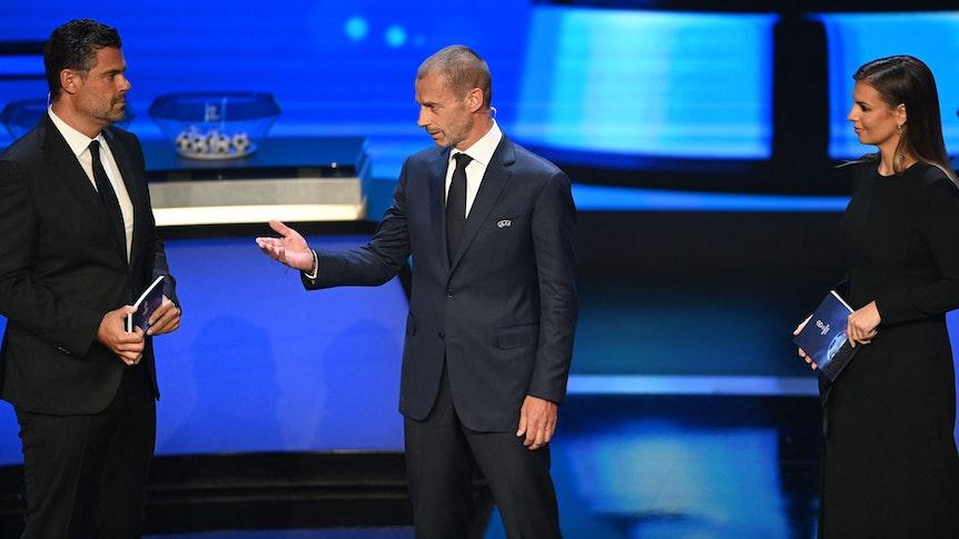 UEFA-Präsident Aleksander Ceferin mit Pedro Pinto und Laura Wontorra.