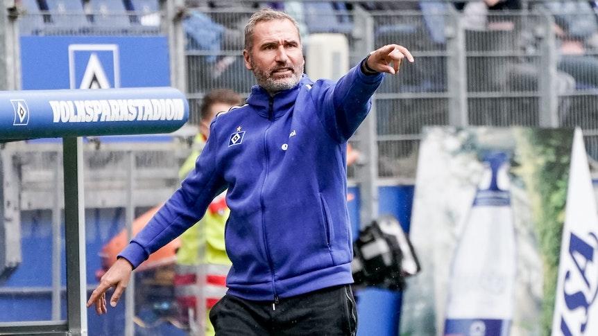 Hamburgs Trainer Tim Walter coacht sein Team.